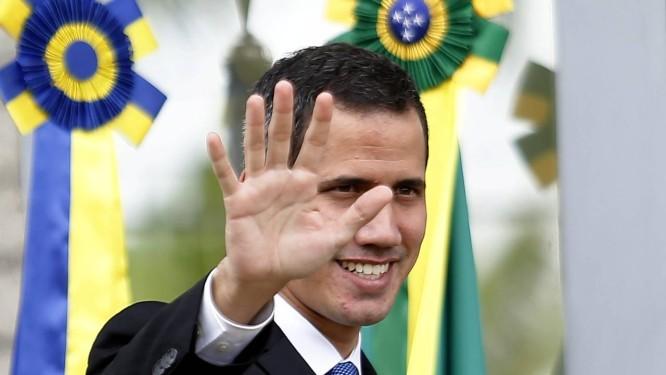 O autoproclamado presidente interino da Venezuela, Juan Guaidó, se reúne com embaixadores da União Européia, na sede da União Europeia em Brasília Foto: Jorge William / Agência O Globo