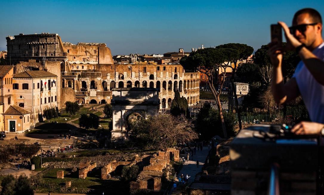 O Palatino, ao lado do Coliseu e do Fórum Romano, aliás, é um dos melhores lugares para observar o patrimônio histórico de Roma Foto: LAURENT EMMANUEL / AFP