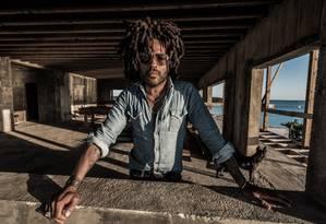 O cantor e compositor americano Lenny Kravitz será atração do Lollapalooza Brasil Foto: Mathieu Bitton / Divulgação
