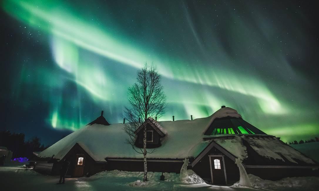 A aurora boreal é vista no céu sobre o Ártico, em Rovaniemi, na Finlândia Foto: ALEXANDER KUZNETSOV / REUTERS