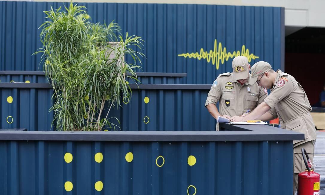No laudo, os bombeiros disseram que há pendência de documentação por parte do responsável legal da Sapucaí, como Anotações de ResponsabilidadeJacob Foto: Pablo Jacob / Agência O Globo
