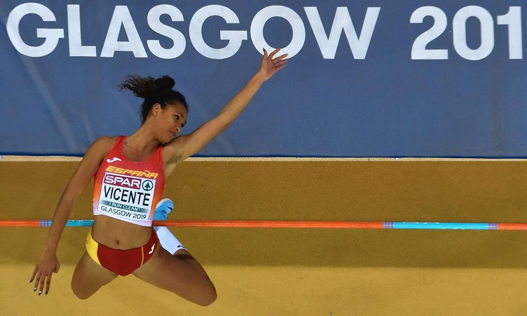 Maria Vicente, da Espanha, compete no evento de pentatlo de salto alto feminino no Campeonato Europeu de Atletismo Indoor de 2019, em Glasgow, em 1º de março de 2019 Foto: ANDY BUCHANAN / AFP
