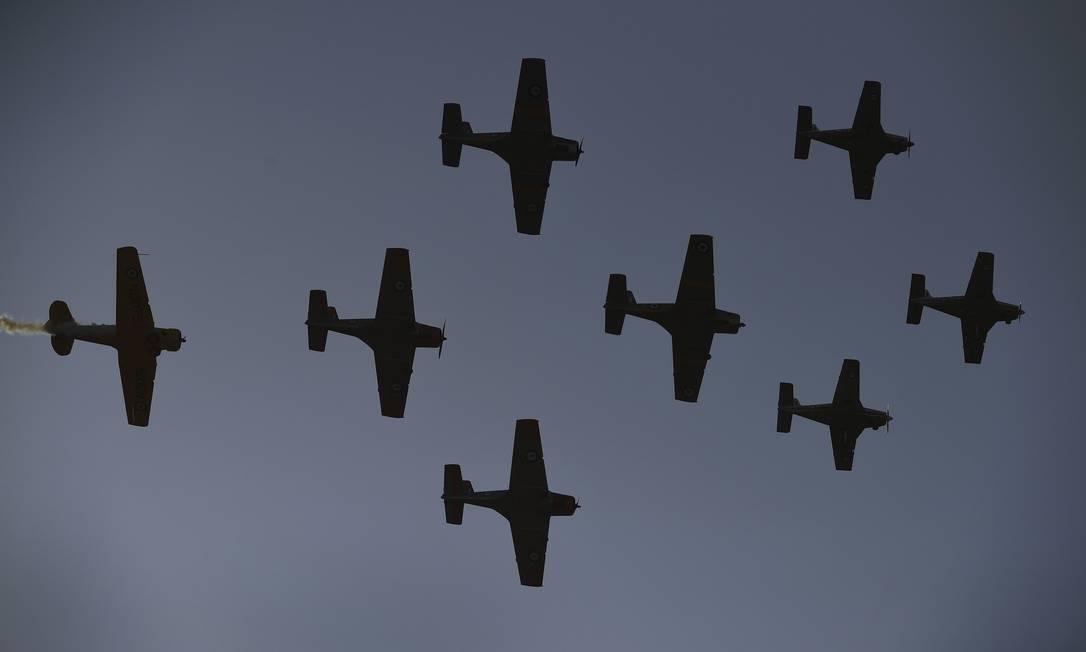 Os aviões vintage da Segunda Guerra Mundial voam durante um apresentação no Airshow internacional australiano 2019, em Avalon, a uns 50 quilômetros ao oeste de Melbourne Foto: WILLIAM WEST / AFP