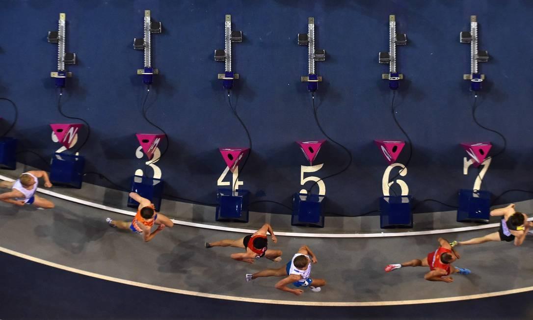 Visão aérea da competição masculina de 3000m no Campeonato Europeu de Atletismo, em Glasgow, na Escócia Foto: ANDY BUCHANAN / AFP