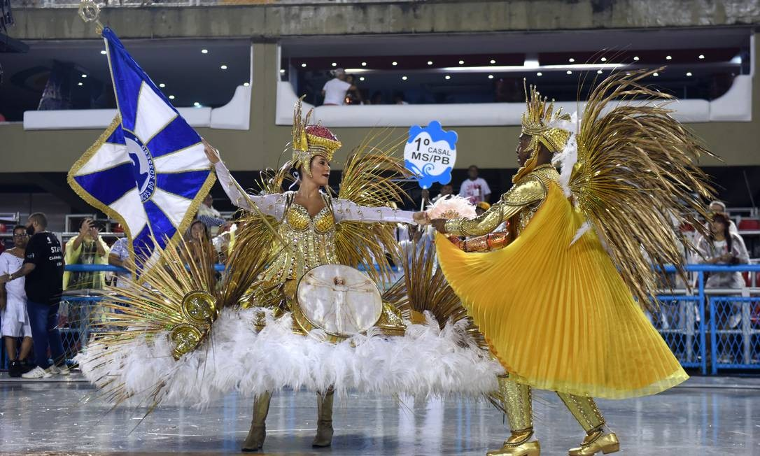 Casal de Mestre-Sala e Porta-Bandeira da Acadêmicos do Sossego, Marcinho Silva e Bruna Santos Foto: Diego Mendes / Agência O Globo