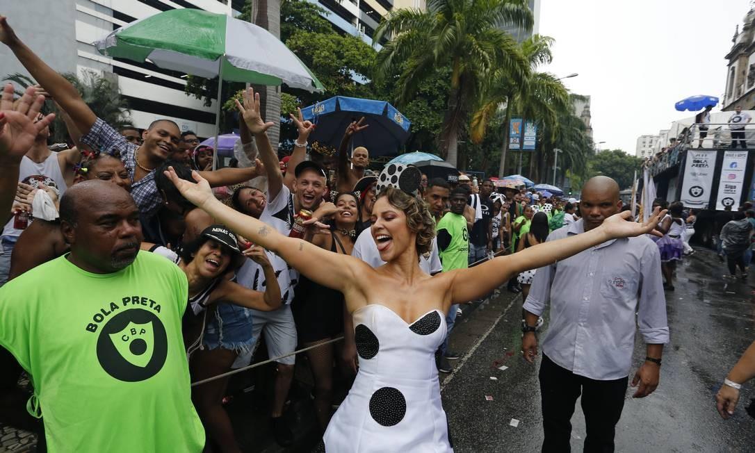 Paolla de Oliveira brilhou como Rainha do Cordão da Bola e do povo na manhã deste sábado de carnaval Foto: Pablo Jacob / Pablo Jacob