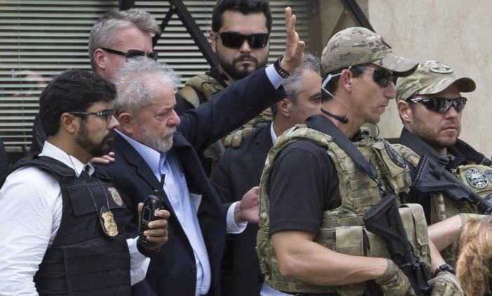 PA São Bernardo do Campo ( SP ) 02/03/2019 Lula comparece ao velorio do neto Arthur que morreu de meningite meningocócica. Foto: Edilson Dantas / Agencia O Globo Foto: Edilson Dantas / Agência O Globo