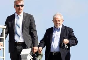 Ex-presidente Luiz Inácio Lula da Silva chega a Curitiba após ir ao enterro do neto Foto: RODOLFO BUHRER 02-03-2019 / REUTERS