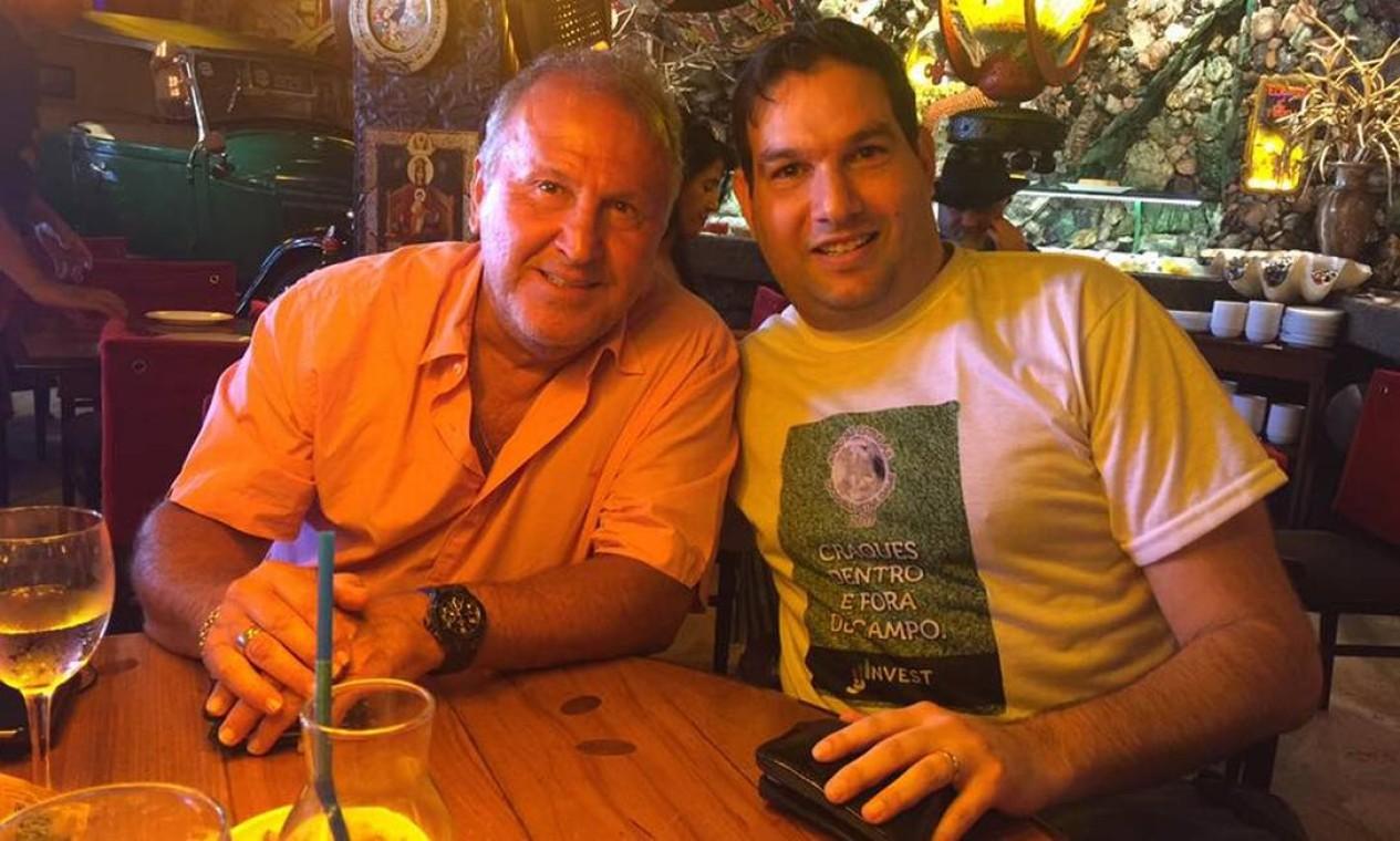 O empresário Jonas Jaimovick com Zico. O ex-jogador está entre as vítimas do dono da JJ Invest, que patrocinava clubes como o Vasco Foto: Reprodução da internet