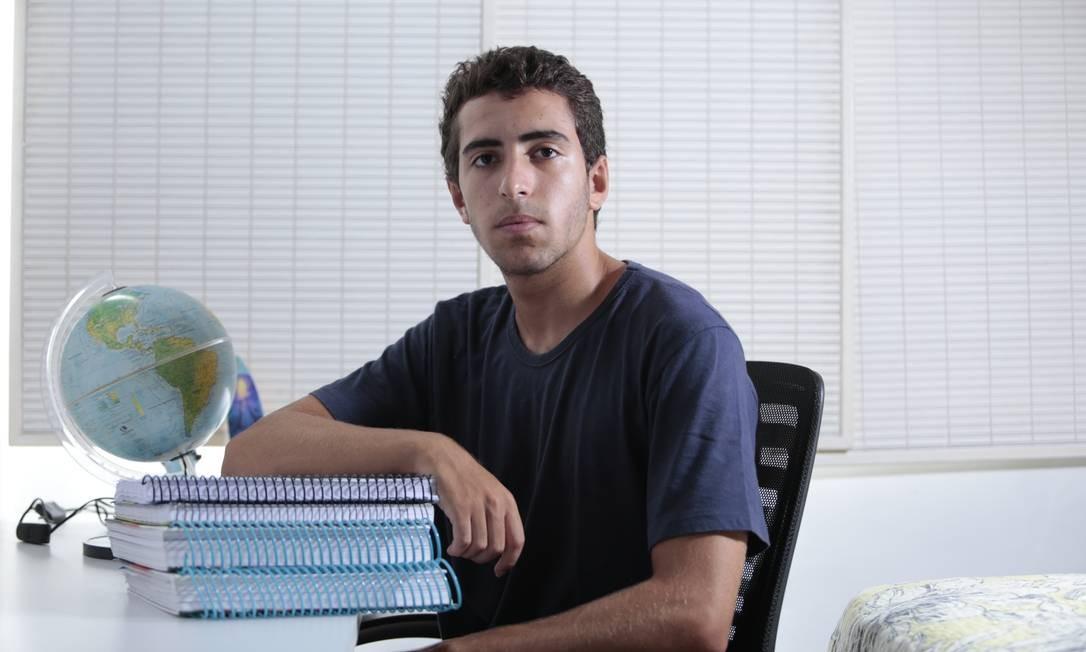 Bruno Zouein cancelou a matrícula na Fundação Getulio Vargas, em janeiro, após passar para a UFRJ: pagou multa de R$ 900 Foto: Freelancer / Agência O Globo