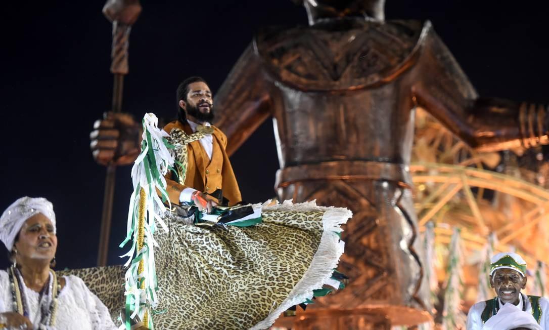 Abre-alas da Cubango levou velha-guarda e introduziu enredo de religiosidade Foto: Diego Mendes / Agência O Globo