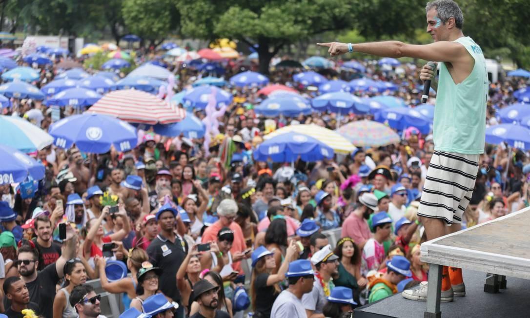 Bangalafumenga levou mais de cem mil pessoas ao Aterro do Flamengo nesta manhã de domingo de carnaval Foto: Cléber Júnior / Agência O Globo