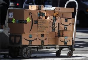 Imposto mira negócios que seguem o modelo marketplace, como a Amazon. Elas faturam conectando vendedores e consumidores Foto: BRENDAN MCDERMID / REUTERS