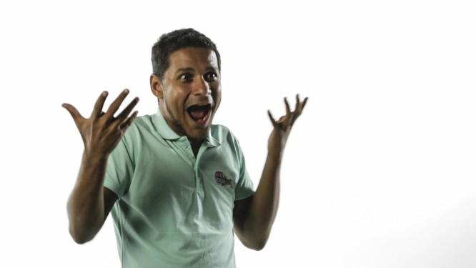 Ricardo Boaretto de Siqueira, surdo e intérprete de libras, diz que com a tradução passou a fazer parte do mundo do carnaval Foto: Fernado Lemos / Agência O Globo