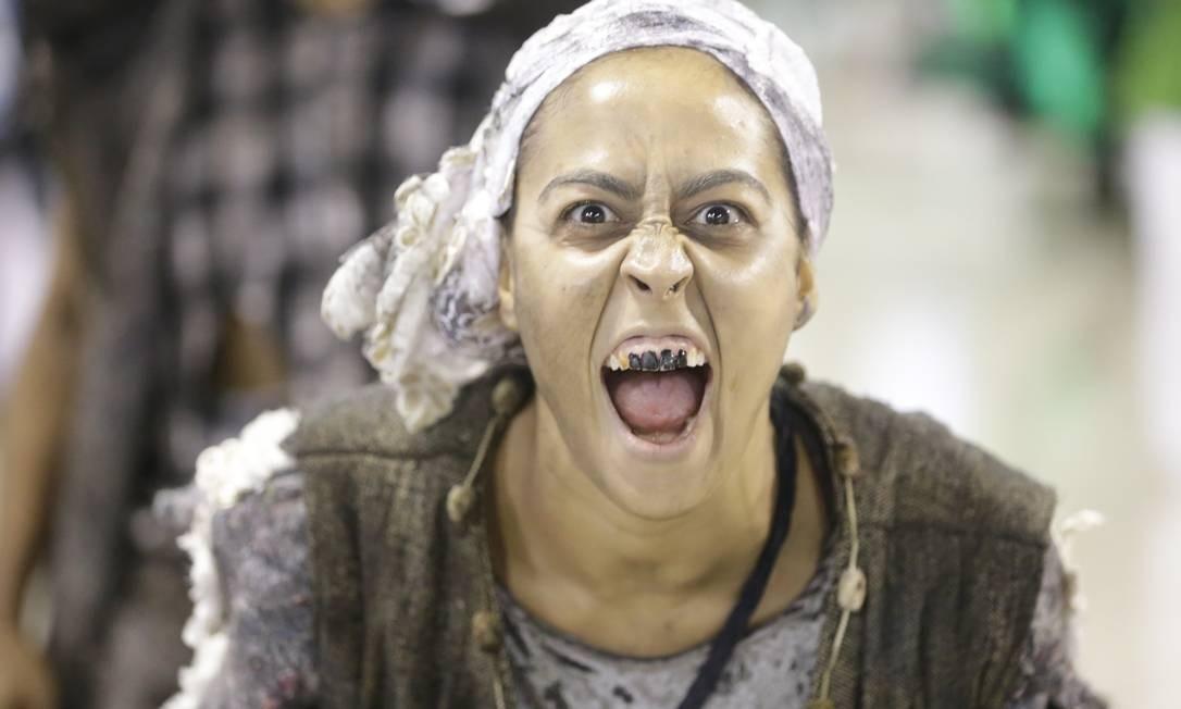 'Nascer ou renascer? Eis a questão', foi o tema da comissão de frente do Império Foto: Terceiro / Agência O Globo
