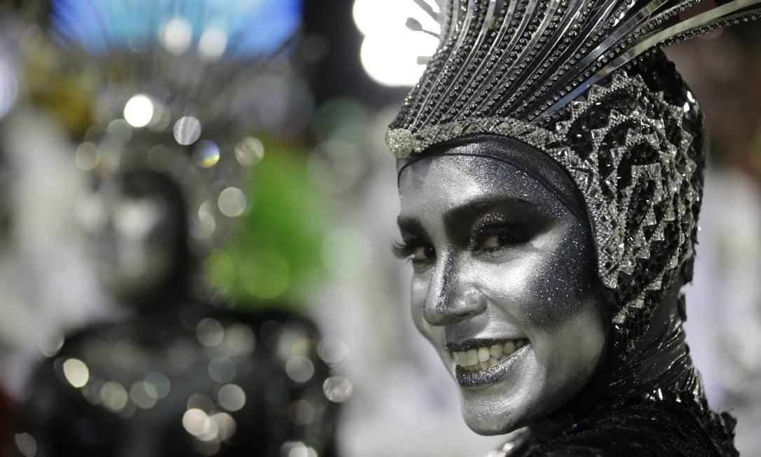 Integrante da Grande Rio teve maquiagem caprichada Foto: Márcio Alves / Agência O Globo
