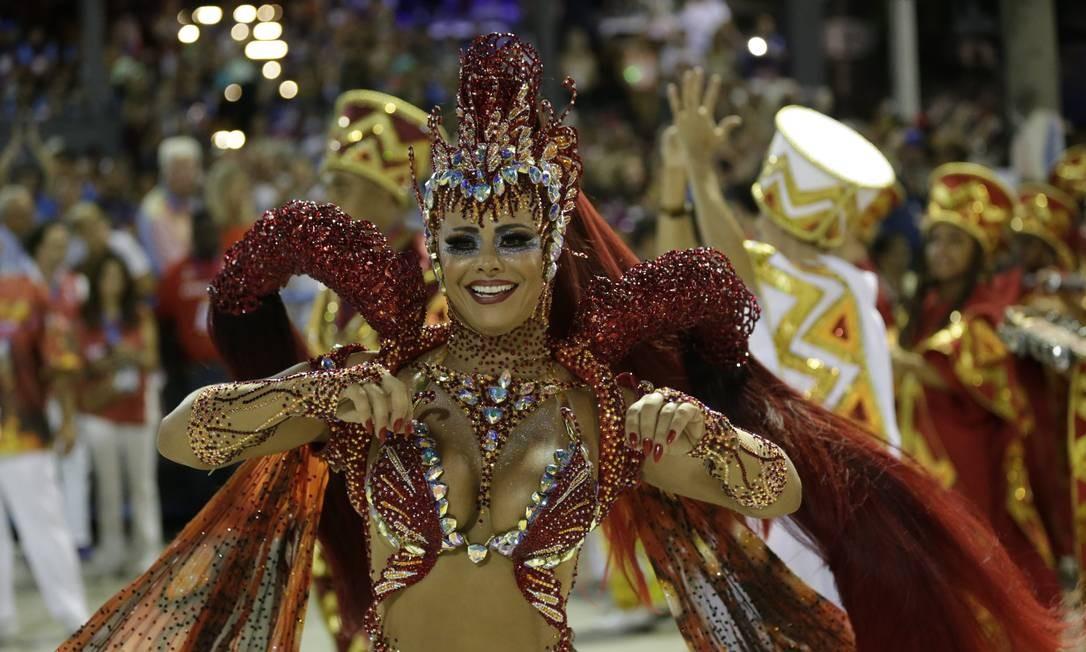 Viviane Araújo, a Rainha da Bateria do Salgueiro, foi destaque no desfile Foto: Márcio Alves / Agência O Globo