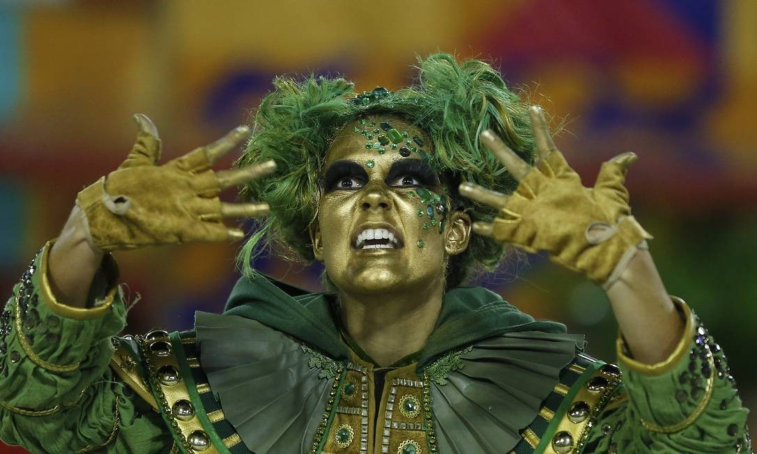 O verde das nossas matas maltratadas foi usado para representar a pobreza Foto: Pablo Jacob / Agência O Globo