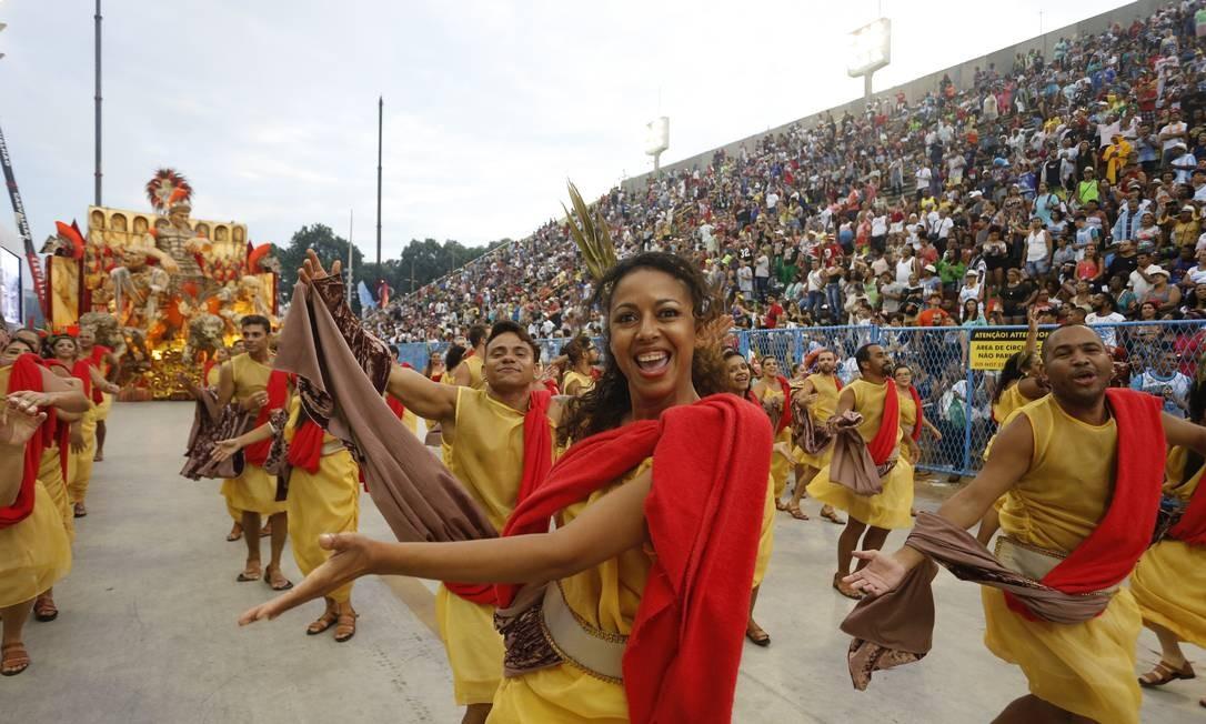 Última a desfilar no domingo, Unidos da Tijuca contou a história do pão na Marquês de Sapucaí Foto: Domingos Peixoto / Agência O Globo