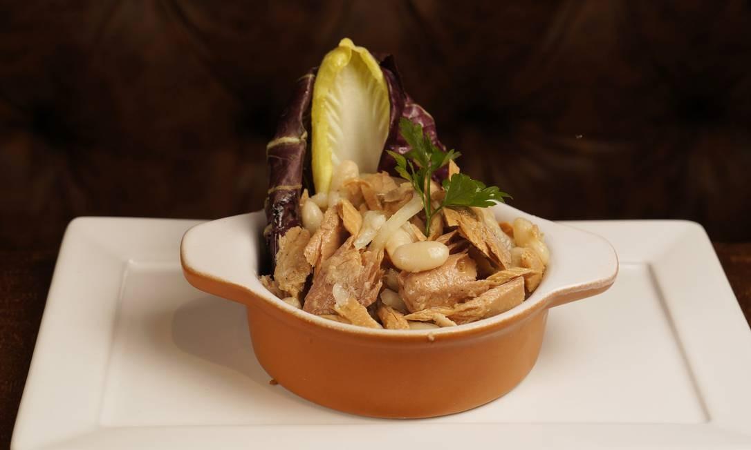 Pappa Jack. Salada de feijão-branco com atum no azeite e cebola Foto: Bruno de Lima / Divulgação