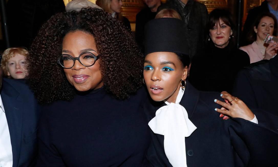 Oprah Winfrey e a cantora Janelle Monáe no desfile de Stella McCartney Foto: Bertrand Rindoff Petroff/Getty Images