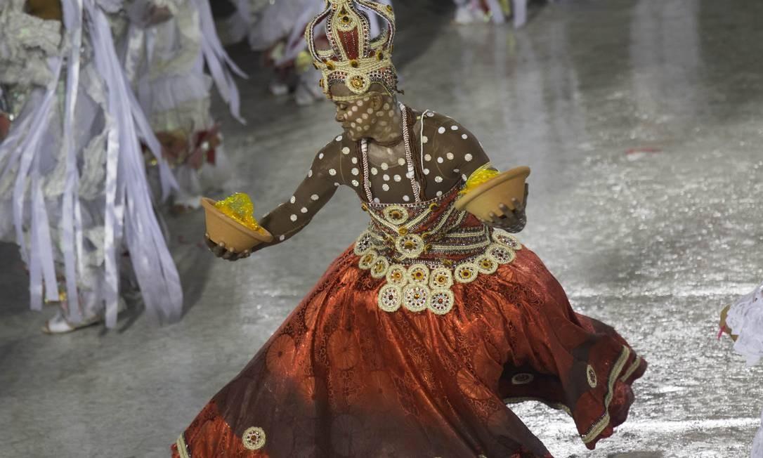 Passista salgueirense faz sua performance na Sapucaí Foto: Guito Moreto / Guito Moreto