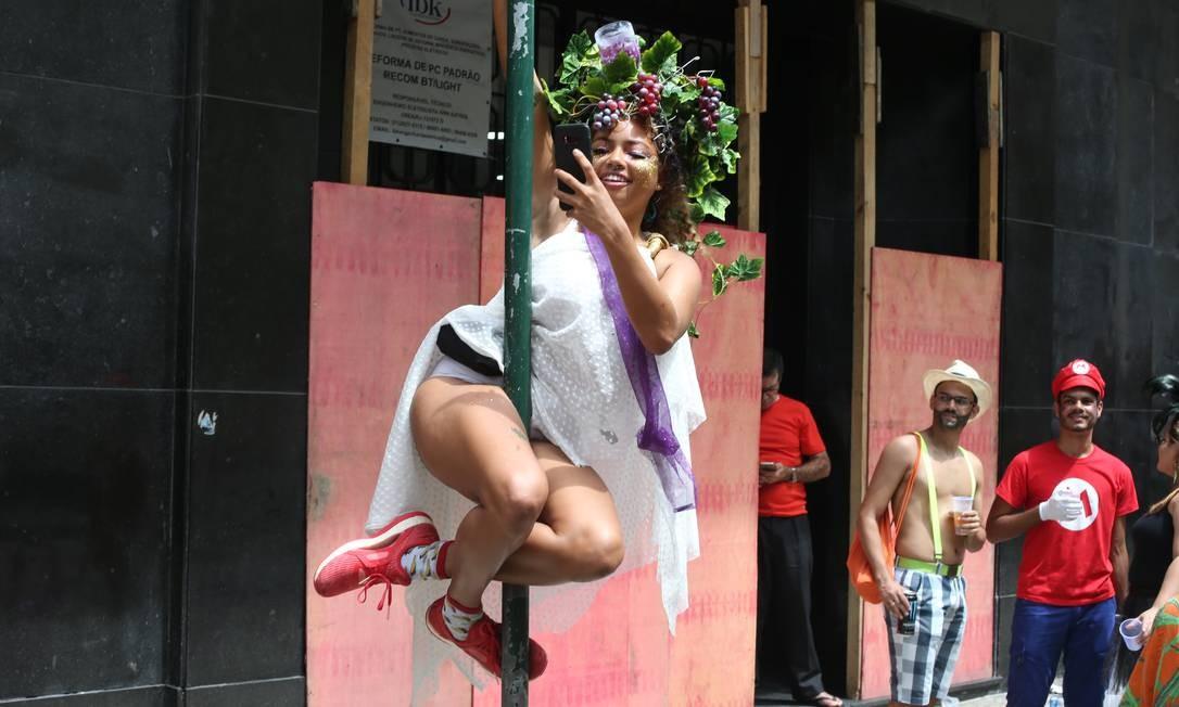 Foliã capricha no pole dance no Terra de Ninguem, no Centro Foto: Pedro Teixeira / Pedro Teixeira