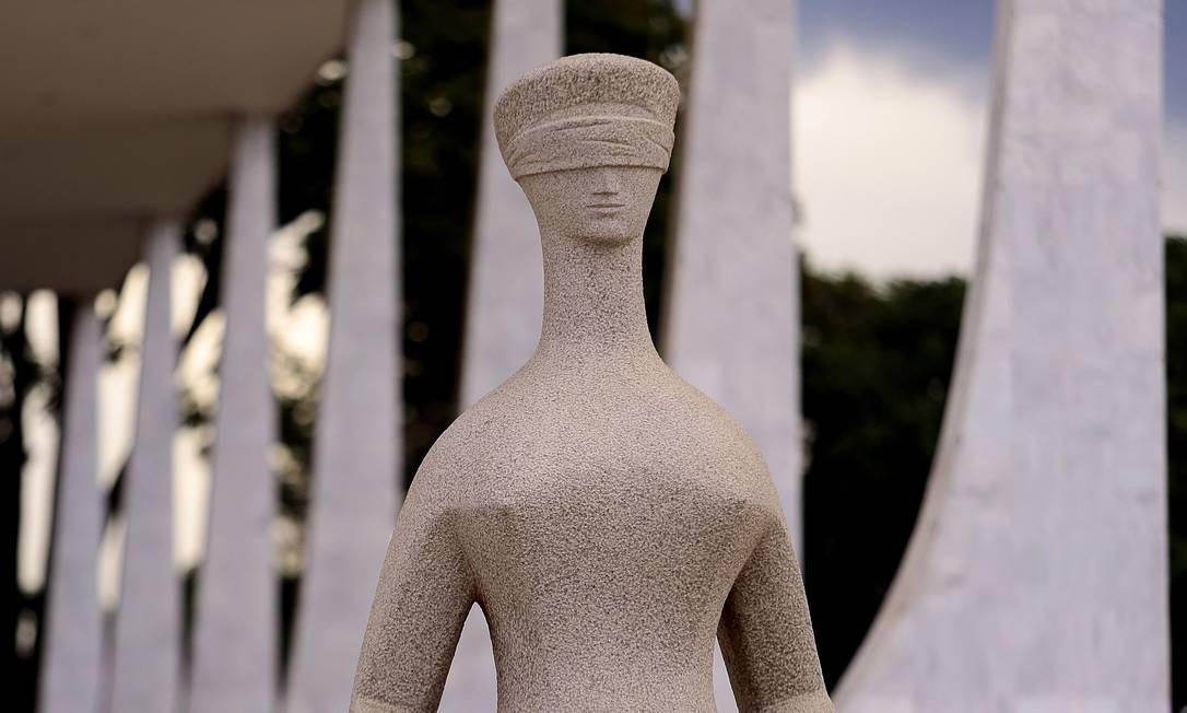 Estátua da Justiça em frente ao Supremo Tribunal Federal (STF), na Praça dos Três Poderes Foto: Jorge William / Agência O Globo