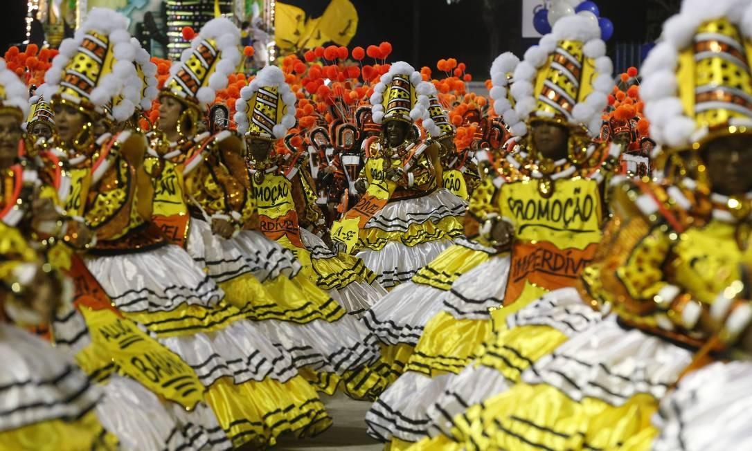 """Escola também fez críticas à """"capitalização"""" da ala das Baianas; São Clemente denuncia """"pregões"""" por lugar no desfile Foto: Domingos Peixoto / Agência O Globo"""