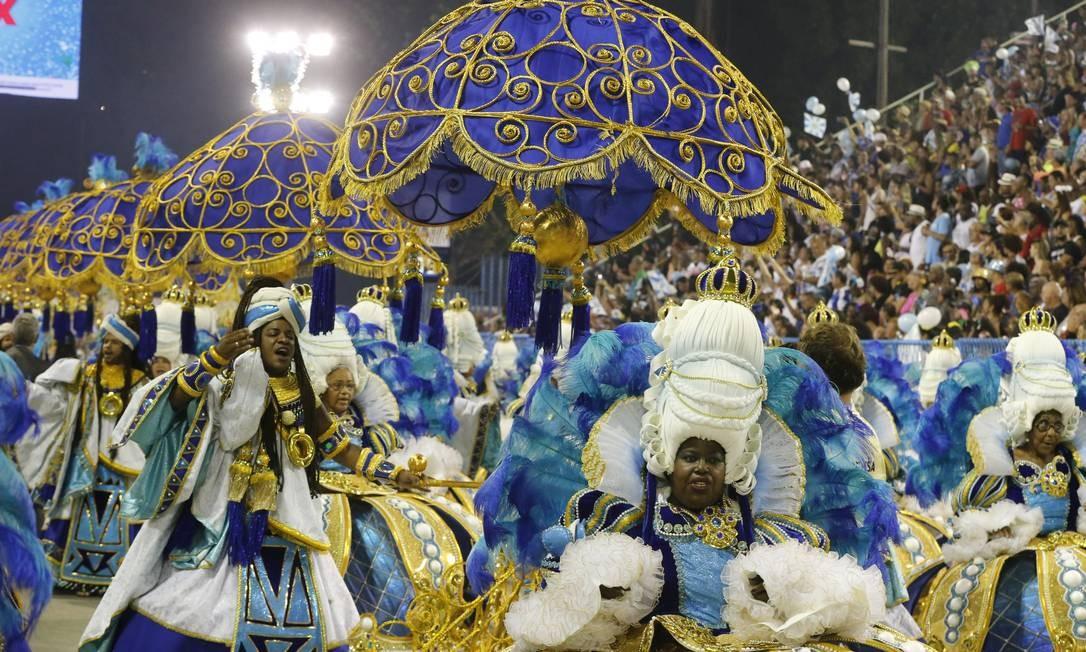 A ala das baianas também foi um destaque; 'Ao girar da sua coroa, sua alteza Vila Isabel' Foto: Domingos Peixoto / Agência O Globo
