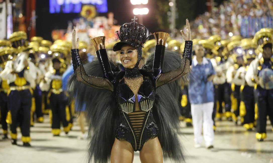 Sabrina Sato roubou a cena no desfile da Vila Foto: Domingos Peixoto / Agência O Globo