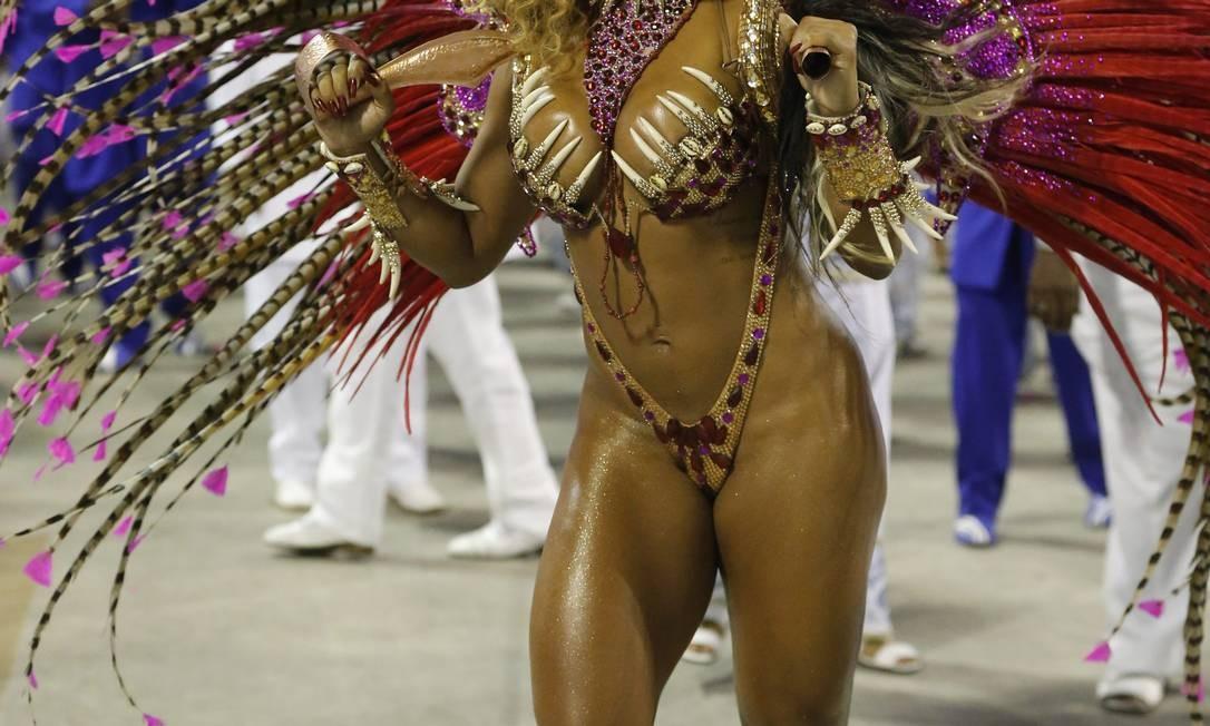 Bianca Monteiro, rainha de bateria da Portela: Samba no pé e elegância Foto: Domingos Peixoto / Agência O Globo