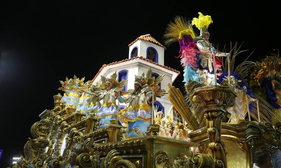 'Mina de todos os santos'; alegoria homenageia a terra natal de Clara Nunes: Paraopeba Foto: Domingos Peixoto / Agência O Globo