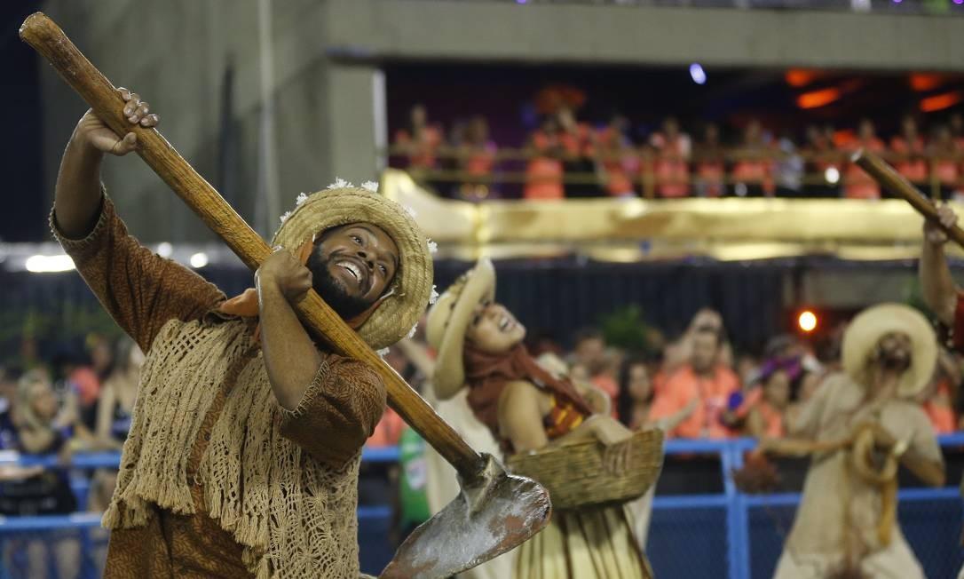 'O milagre da fé', a comissão de frente a União da Ilha Foto: Pablo Jacob / Agência O Globo