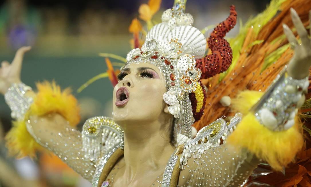 Samba com críticas ecoou pela Sapucaí Foto: Márcio Alves / Agência O Globo
