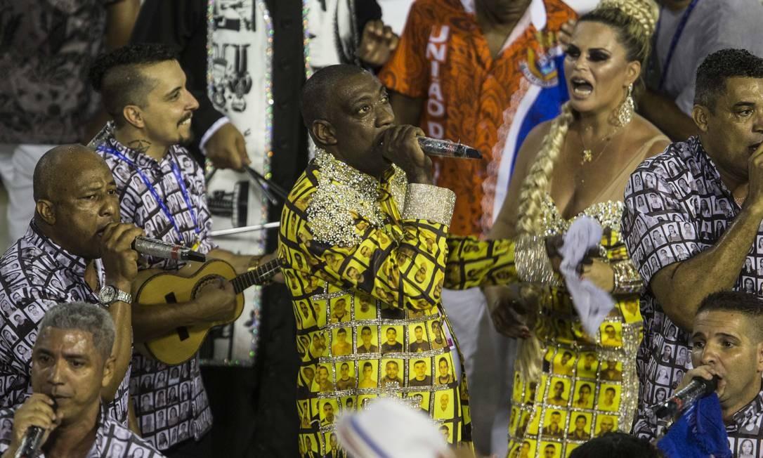 Ito Melodia puxou samba-enredo e empolgou a Sapucaí Foto: Guito Moreto / Agência O Globo