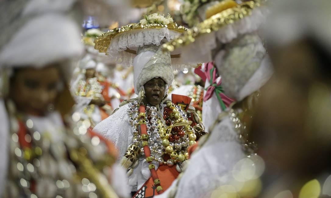 Baianas representaram as irmandades negras Foto: Márcio Alves / Agência O Globo