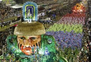 A Mangueira deu novas cores à História do Brasil ao passar pela Marquês de Sapucaí Foto: Luis Alvarenga / Agência O Globo