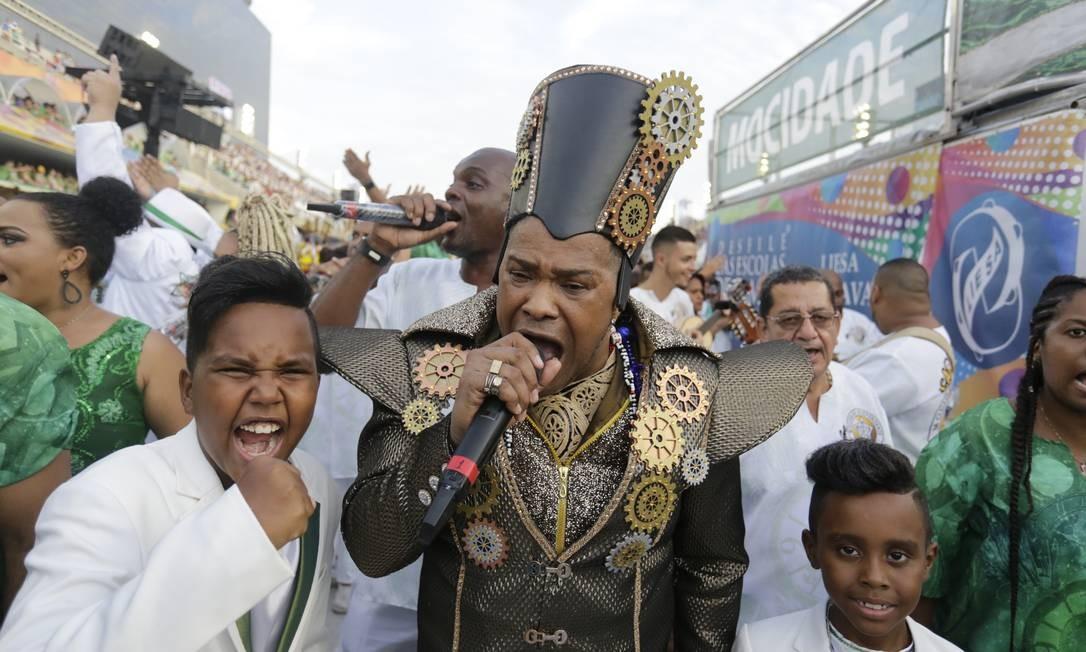 Wander Pires puxa canto de samba-enredo da Mocidade Foto: MARCELO THEOBALD / Agência O Globo