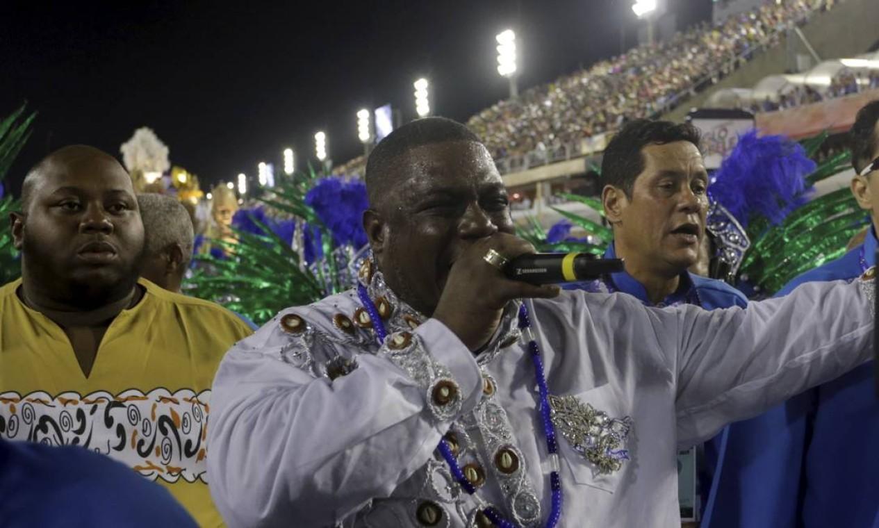 A azul e branco de Madureira também teve o melhor puxador: Gilsinho da Portela Foto: Gabriel de Paiva / Agência O Globo