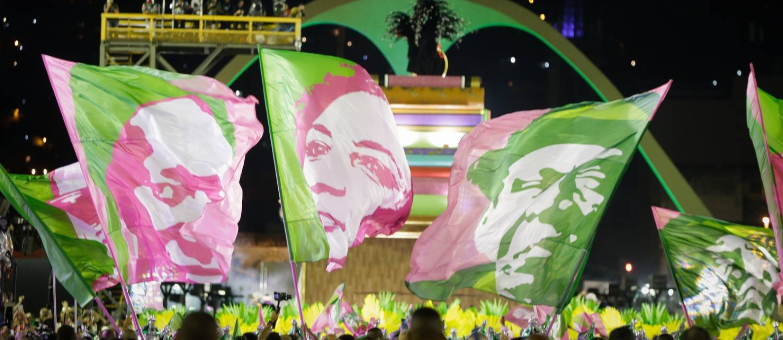 Resultado de imagem para desfile da mangueira