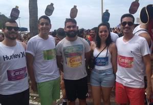 Grupo de amigos se fantasiou de Corote, a bedida que caiu no gosto dos foliões do Rio Foto: David Barbosa/ Agência O GLOBO