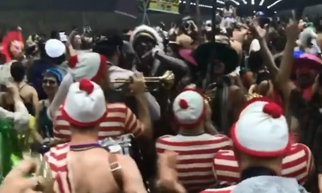 Durante carnaval, banda investe em fantasias como as do personagem de