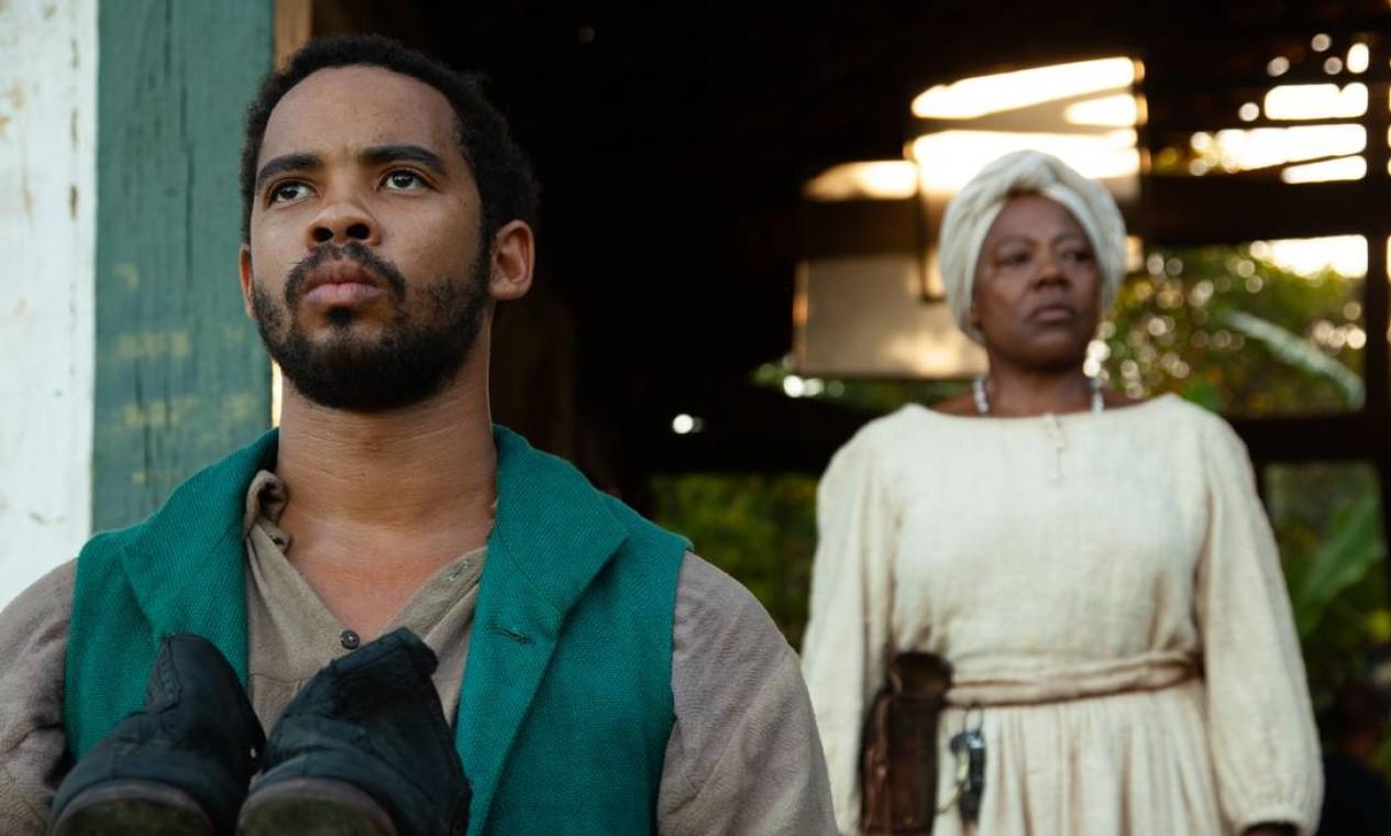 Angelo Fernandes interpreta Luiz Gama na fase intermediária em 'Prisioneiro da liberdade'; na cena, com Teka Romualdo Foto: Pedro Iglesias/Divulgação