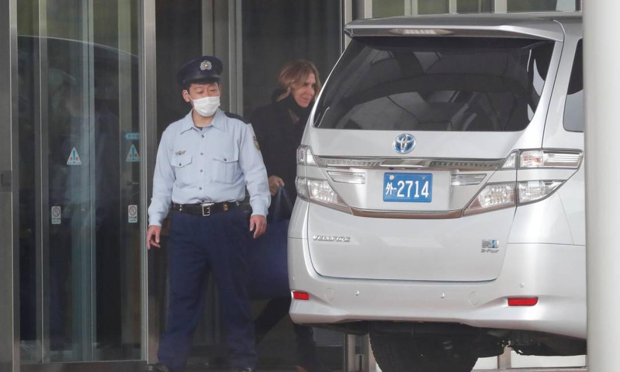 Carole Ghosn, esposa de Carlos Ghosn, deixa a Casa de Detenção de Tóquio, após visitar o marido, que conseguiu sua liberdade sob fiança após ficar quase quatro meses preso Foto: ISSEI KATO / REUTERS