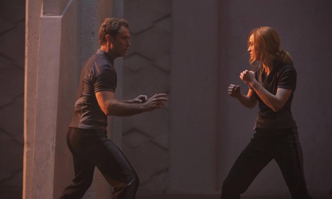 Brie Larson contracena com Jude Law Foto: Chuck Zlotnick..©Marvel Studios 2019 / Divulgação