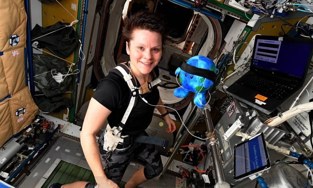 A astronauta Anne McClain fará parte da tripulação feminina que vai ao espaço no mês da mulher Foto: Reprodução Twitter