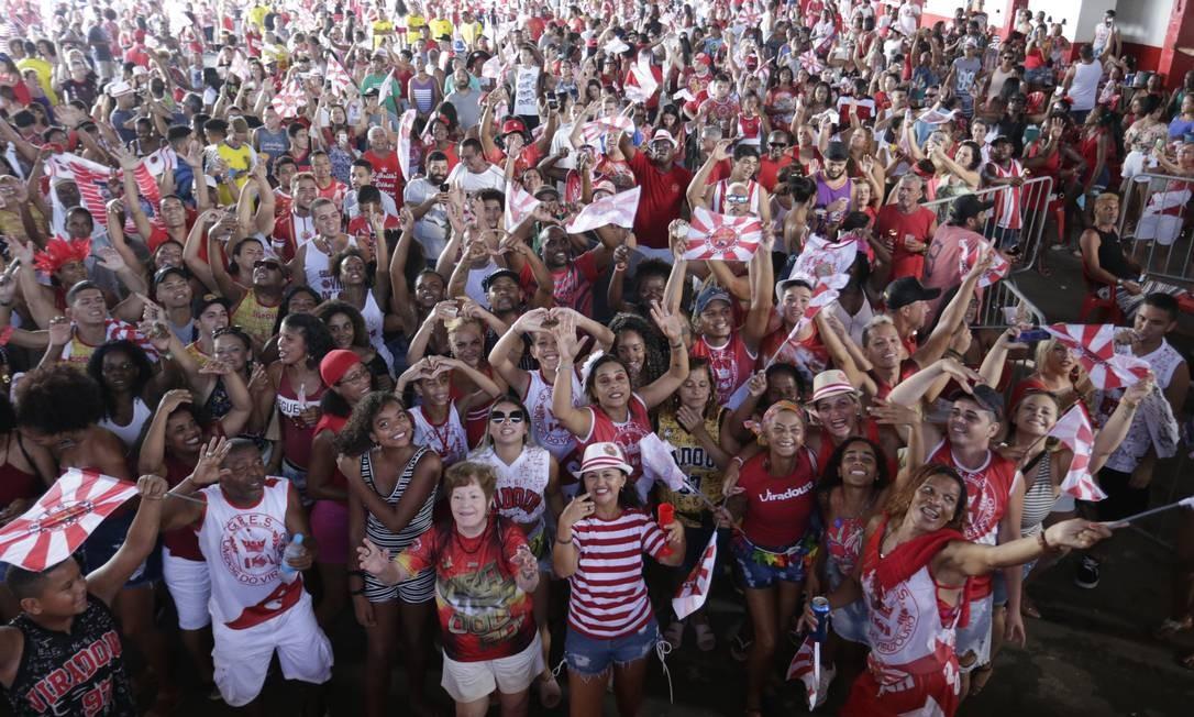 Quadra da Viradouro a espera da apuração do desfile das Escolas de Samba do Grupo Foto: Marcio Alves / Agência O Globo