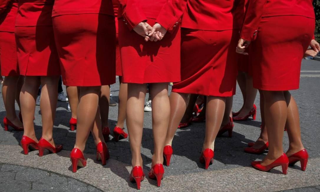 O setor aéreo é conhecido por ser extremamente exigente com a aparência das aeromoças Foto: Eduardo Munoz / REUTERS