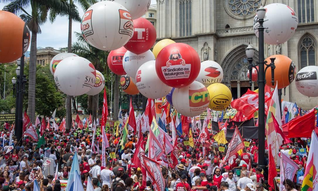 Ato das centrais sindicais contra a reforma da Previdência, em São Paulo Foto: Edilson Dantas / Agência O Globo/20-02-2019